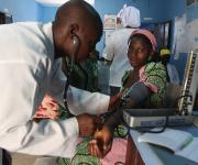 A doctor attends to a pregnant woman, Margaret Anglo during ante natal clinic session at the primary health centre, Tundun Wada Kujama district in Nigeria's northern city of Kaduna, November  13, 2012.